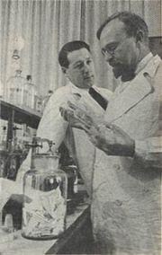 180px-Aleksandr_Oparin_and_Andrei_Kursanov_in_enzymology_laboratory_1938